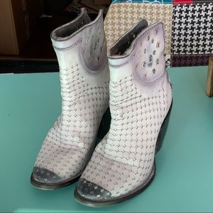 CORRAL BOOTS Laser Punched White Washed An…